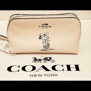 COACH X DANCING SNOOPY COSMETIC CASE